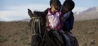 Voy a la escuela a caballo y no me da miedo