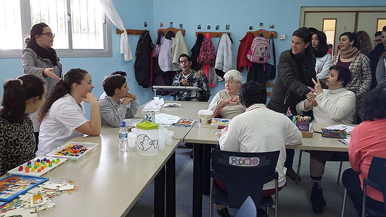 Uno de los talleres que se llevan a cabo en esta asociación.