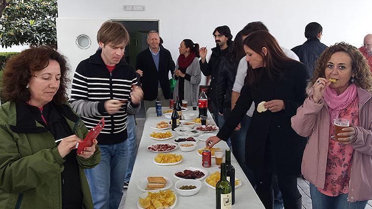 Los profesores disfrutaron durante la celebración de la barbacoa.