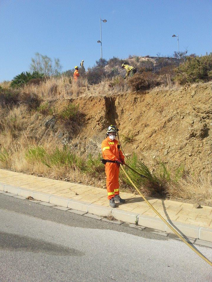 Un momento de las prácticas de intervención para la extinción de incendios.