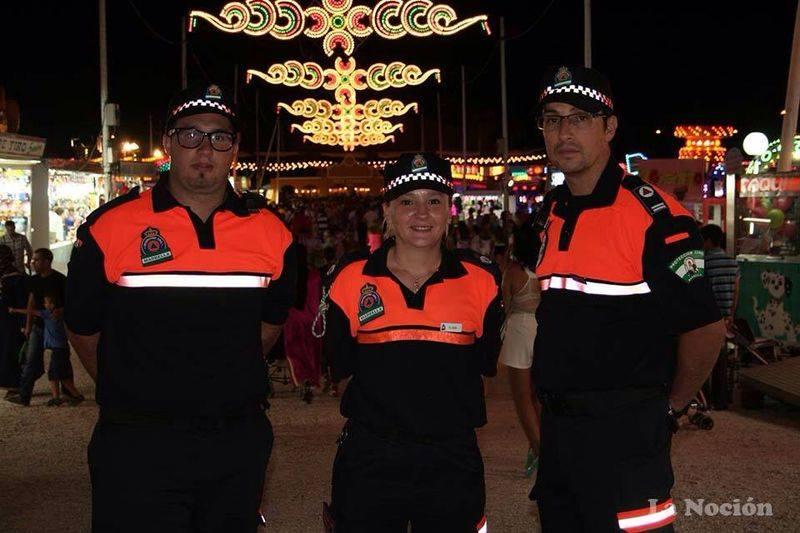 Voluntarios de Protección Civil durante su actuación en la feria.