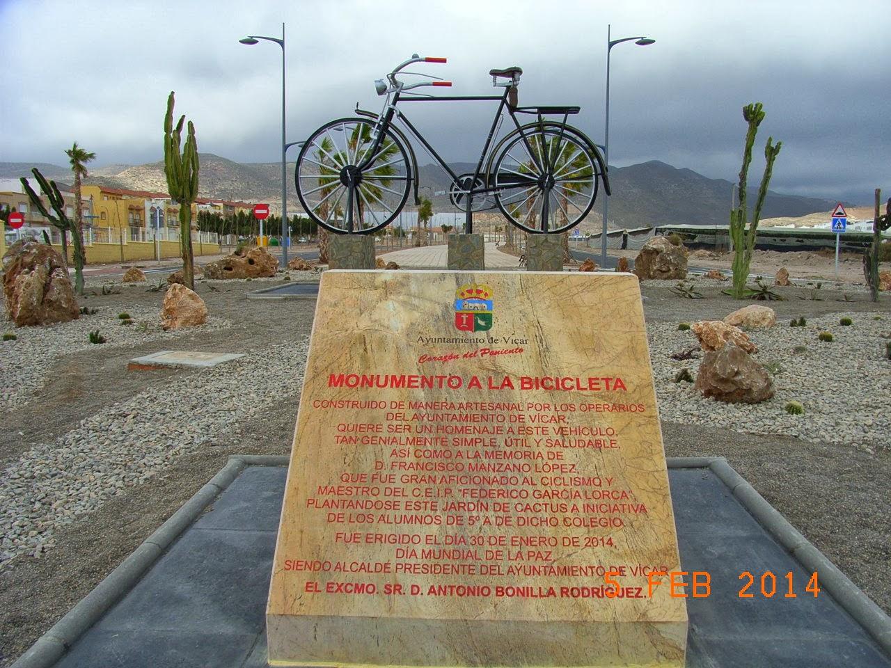 Monumento a la Bicicleta, cercano al centro con especial recordatorio a nuestro compañero Francisco Manzano.