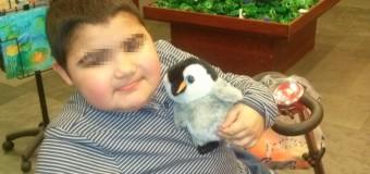 Óscar, un niño pendiente de un medicamento