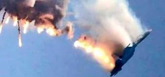 Turquía derriba un avión ruso por violar su espacio aéreo en la frontera con Siria.